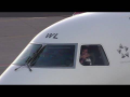 *WAVING PILOT* Austrian Airlines Embraer 195 landing at Graz Airport | OE-LWL