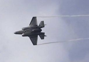 F-35 Lightning II vs F-16 High Speed Low Pass