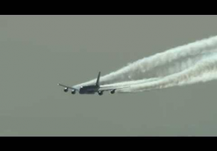 Airbus A380 Contrails