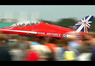 RAF RED ARROWS – Full Display 2014