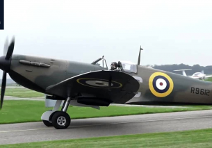 2x SUPERMARINE SPITFIRE Mk.I Flying Legends