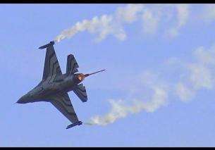 LOUD F16 AFTERBURNER Smoke Flares – Sanicole Airshow 2015