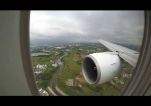 EVA AIR BR30 B777-300ER landing at Taipei TPE